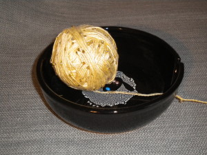Beautiful yarn bowl from SummersCrafts on Etsy, which will be given as a prize for the Back Burner KAL.